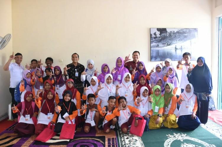 Kantor Bahasa Bina Komunitas Literasi di Tulangbawang Barat