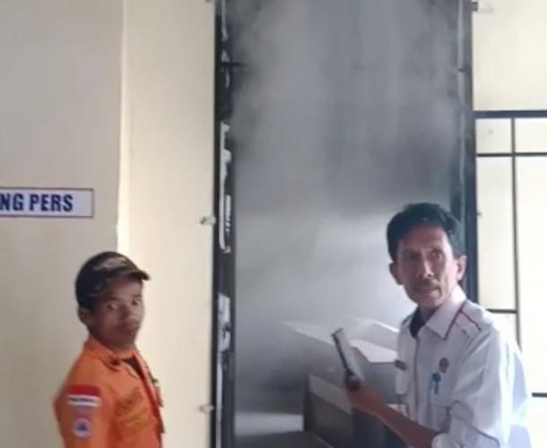 Kantor DPRD Mesuji Keluarkan Asap Tebal