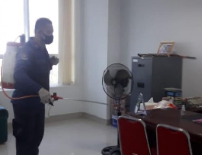 Kantor Pemkot Bandar Lampung Disemprot Disinfektan