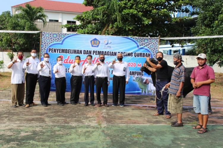 Kanwil DJPb Lampung Sembelih Hewan Kurban