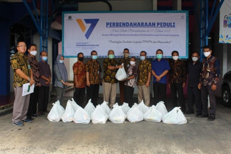 Kanwil Perbendaharaan Lampung Bagikan 168 Paket Sembako