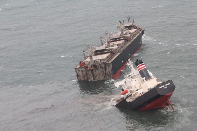 Kapal Kargo Berbendera Panama Terbelah Dua di Laut Jepang