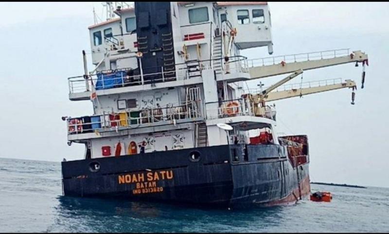 Kapal NoahBerhasil Dievakuasi Setelah Kandas Selama 4 Hari