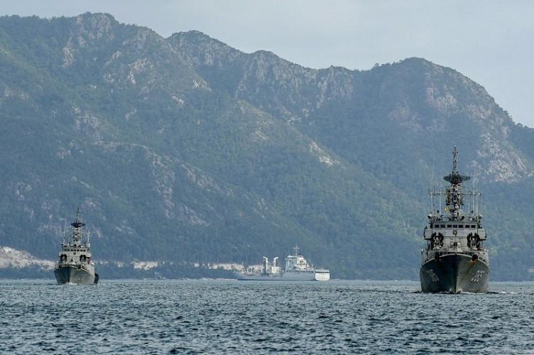 Kapal Perang TNI AL Tetap Siaga di Perairan Natuna