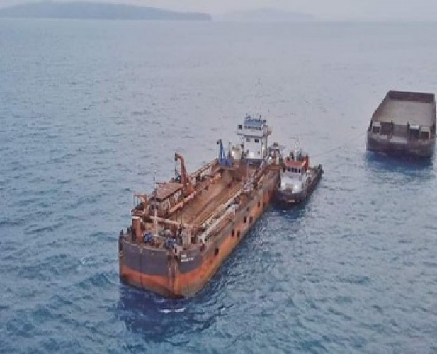 Kapal Tongkang PT LIP Kabur