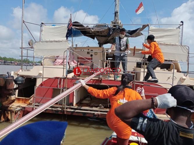 Kapal Yacht Asal Australia Terdampar di Perairan Tulangbawang