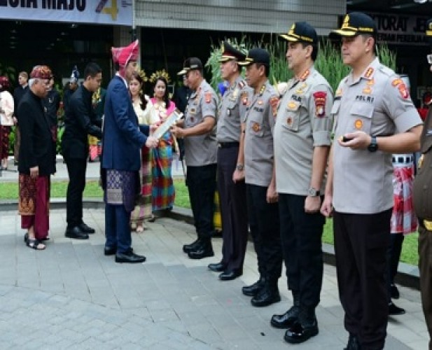 Kapolda Lampung Terima Penghargaan Kementerian PUPR