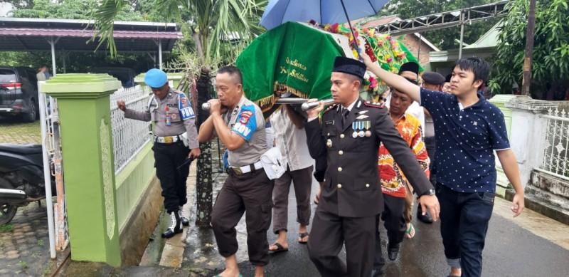 Kapolres Lampung Utara Pimpin Pemakaman Kapolsek Tanjung Raja