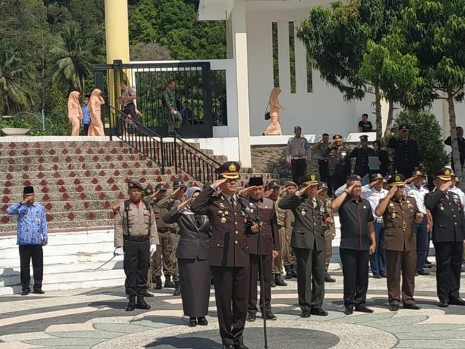 Kapolres Pimpin Tabur Bunga di TMP Bahagia Kotaagung Timur
