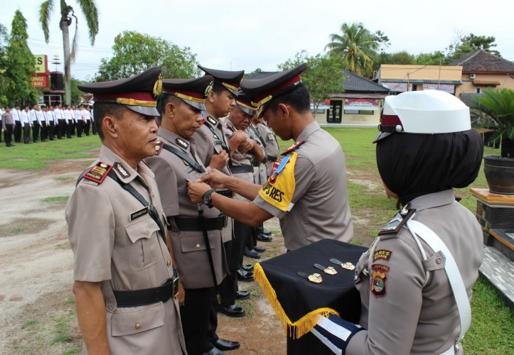 Kapolres Way Kanan Pimpin Upacara Sertijab Pejabat Utama Polres dan Kapolsek