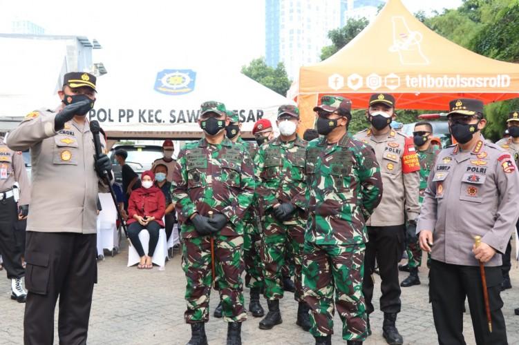 Kapolri dan Panglima TNI Kunjungi Tiga Gerai Vaksin Keliling
