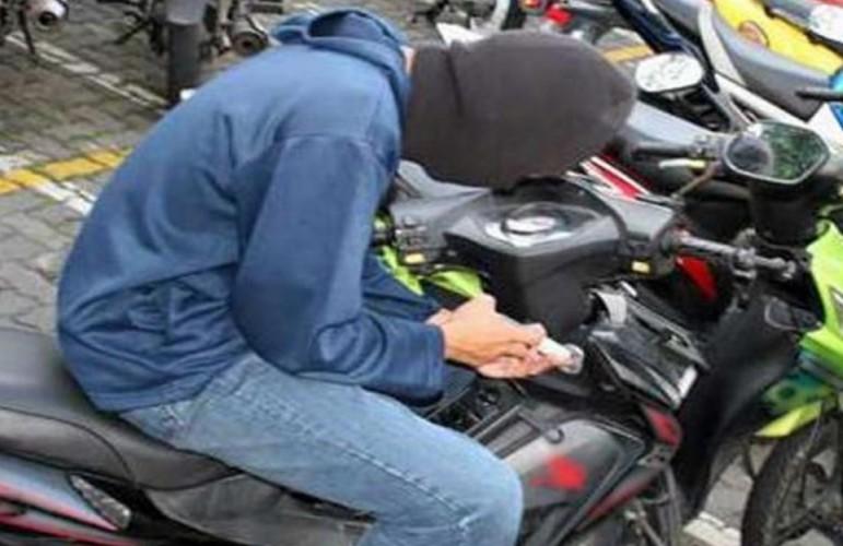 Kawanan Pencuri Gasak Motor Karyawan Toko Bangunan di Kotabumi