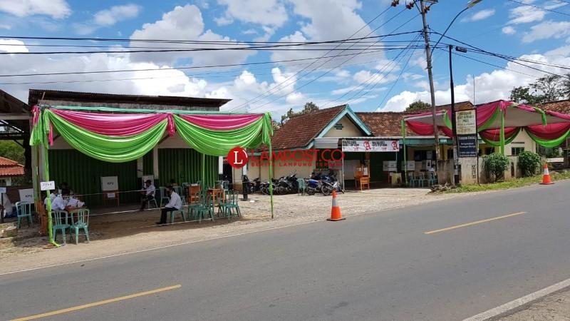 Keakraban Dua TPS Berjajar di Dusun Gedungdalom dalam Pesta Demokrasi