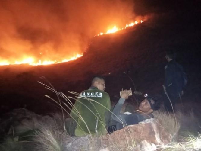 Kebakaran di Taman Nasional Komodo Meluas