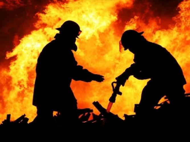 Kebakaran Hanguskan 4 Gudang Kapas di Tangerang