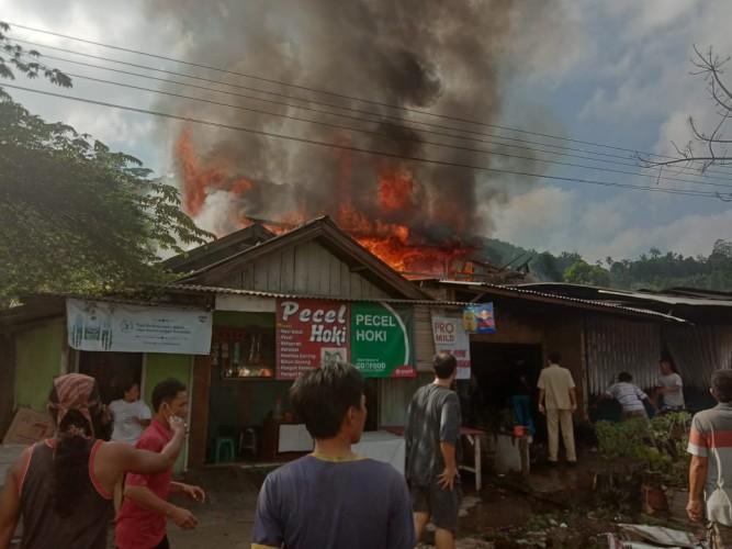 Api Lalap Tiga Rumah di Panjang