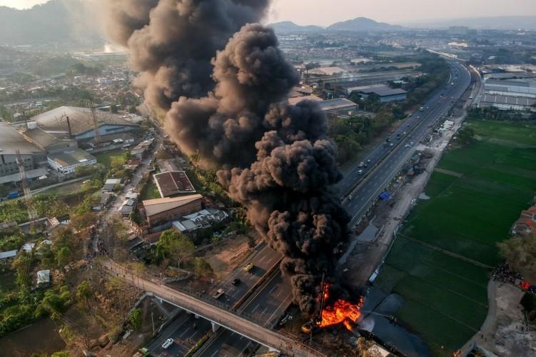 Kebakaran Pipa Pertamina Tewaskan Satu Pekerja Asing