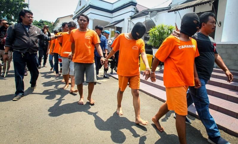 Kecam Aksi Brutal Suporter Sepak Bola, Direktur Relawan Jokowi: Tak Perlu Stop Kompetisi
