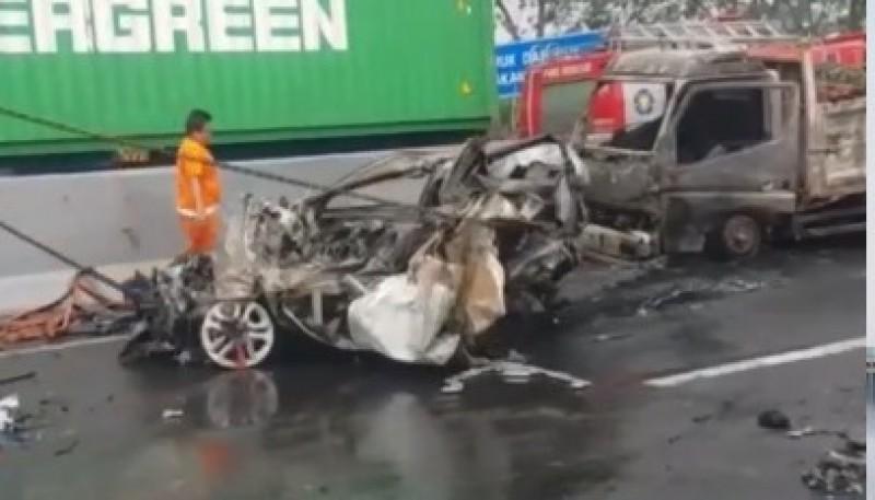 Kecelakaan Maut di Cipularang Melibatkan 21 Kendaraan