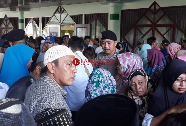 Kedatangan Jemaah Haji di Tulangbawang Disambut Tangis Haru Keluarga