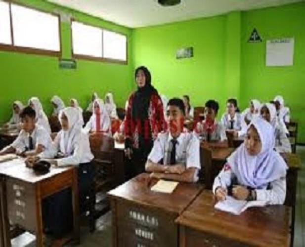 Kegiatan Belajar Mengajar di Sekolah Tunggu Juknis <i>New</i> Normal