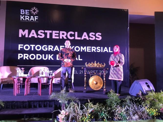 Kelas Fotografi Komersial untuk Maksimalkan Ekonomi Kreatif Produk Lokal