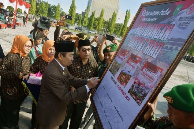 Keluarga Gubernur dan Sekda Riau Dapat Jabatan Tuai Kritik