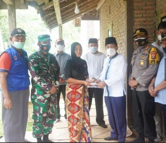 Keluarga Korban Tenggelam di Way Tenumbang Terima Santunan