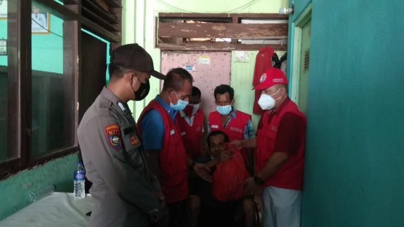 Kelurahan Gulakgalik Bandar Lampung Ganti Lomba 17-an dengan Bagi-bagi Sembako