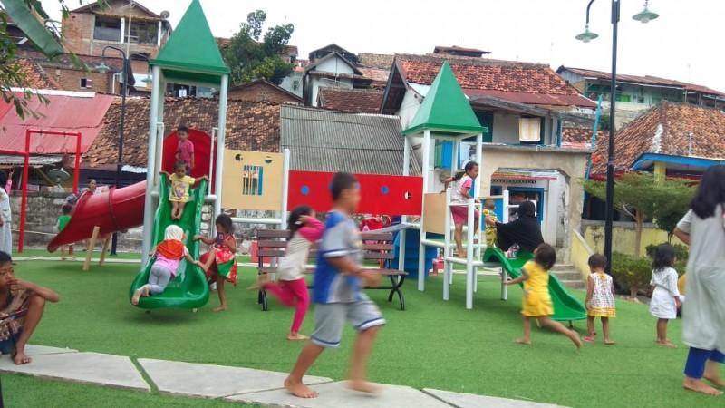 Kelurahan Gunungsari Ubah Lahan Kumuh Jadi Taman Bermain Anak