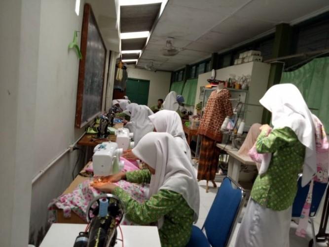 Kemenag Terbitkan Panduan Kurikulum Darurat pada Madrasah
