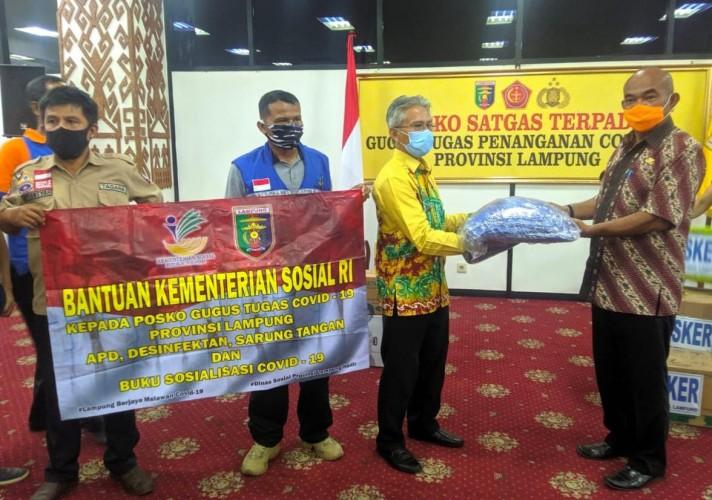 Kemensos dan Disnaker Lampung Beri Bantuan ke Posko Covid-19