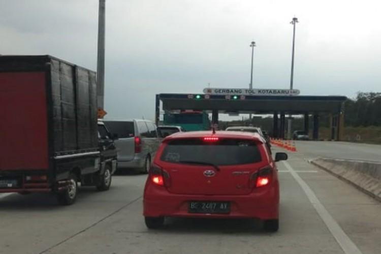 Kendaraan Mulai Ramai Melintasi Tol Baterpang
