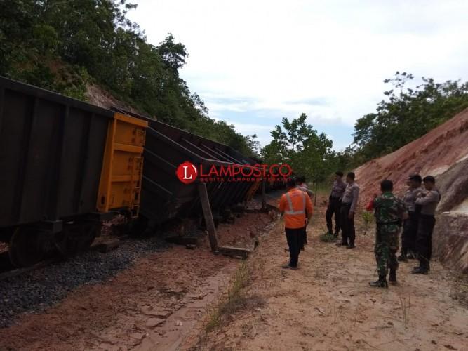 Kereta Api Sudah Bisa Melintas di Jalur Rel Way Kanan