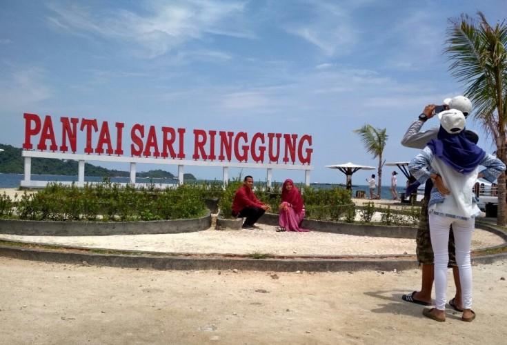 Kerugian Wisata Pantai di Lampung Mencapai 100 Persen