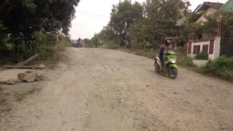 Kerusakan Jalan Poros di Palas Semakin Memprihatinkan