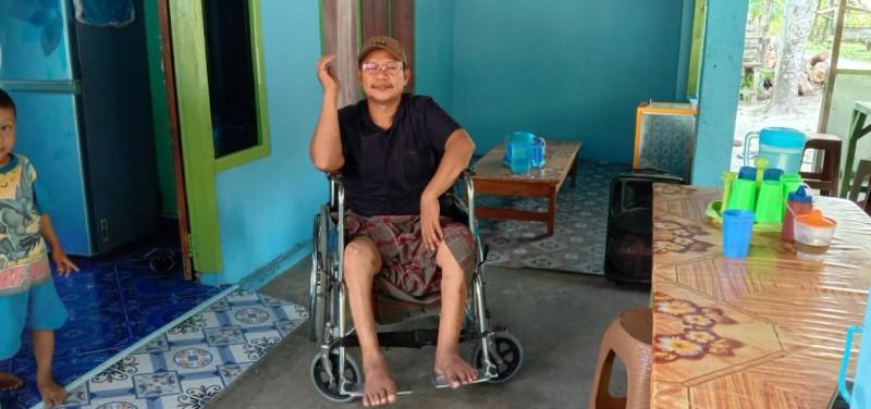 Keterbatasan Fisik tak Surutkan Mirpako Menguliahkan Dua Anaknya