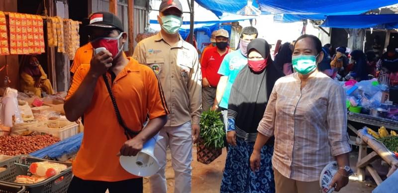 Ketika Pasukan Seragam Oranye Kampanyekan 3M di Pasar Tradisional