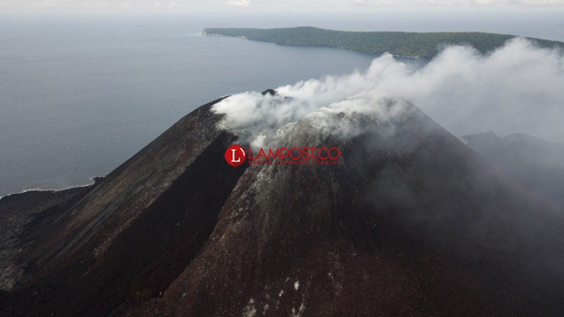 Ketinggian Gunung Anak Krakatau Terus Bertambah