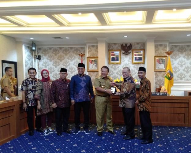 Ketua DPD Gelar Rapat Kerja Bersama Gubernur Lampung