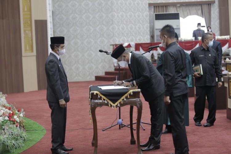 Ketua DPRD Pringsewu Lantik Pengganti Anggota yang Meninggal