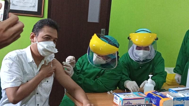 Ketua IDI Metro Penerima Vaksin Pertama