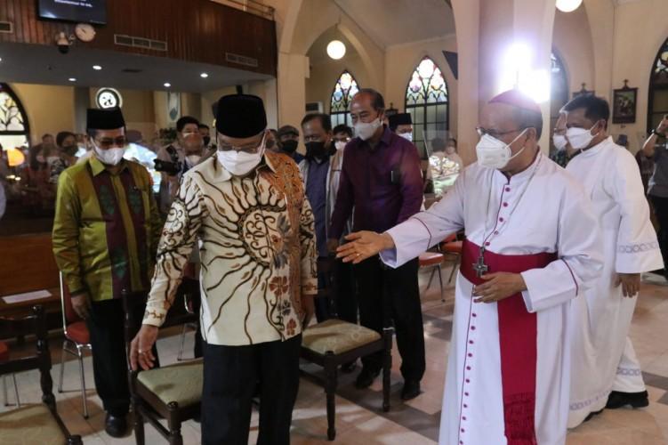 Ketum PBNU Berikan Dukungan Moral kepada Umat Katolik di Makassar