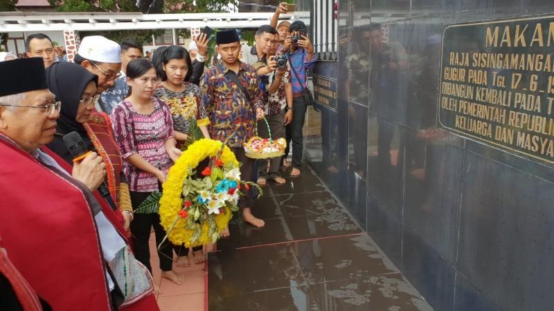 KH Maruf Amin Ziarah ke Makam Sisingamangaraja
