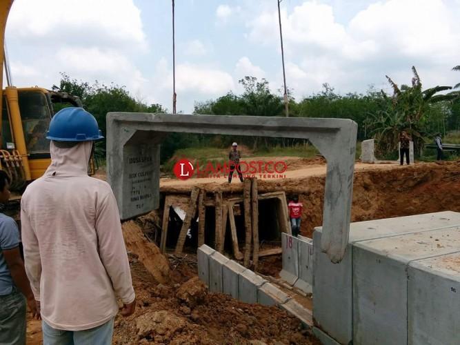 Khamami Awasi Langsung Pemasangan Box Culvert Jalan Simpang Pematang