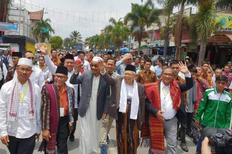 Kiayi  Maruf Amin Disambut Hangat Warga di Taput