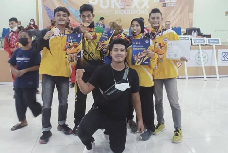 Kick Boxing Lampung Sabet Dua Emas di Eksibhisi PON XX