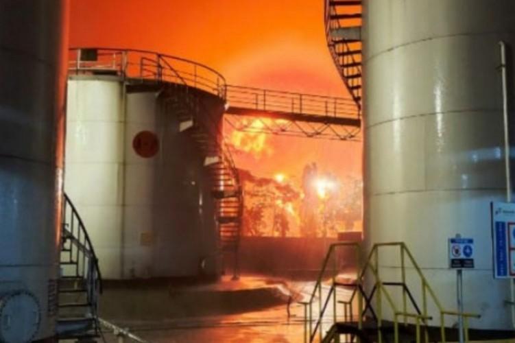 Kilang Minyak Pertamina di Cilacap Terbakar