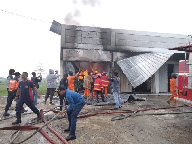 Kios Penyimpanan Bahan Bakar di Tanjungsenang Terbakar