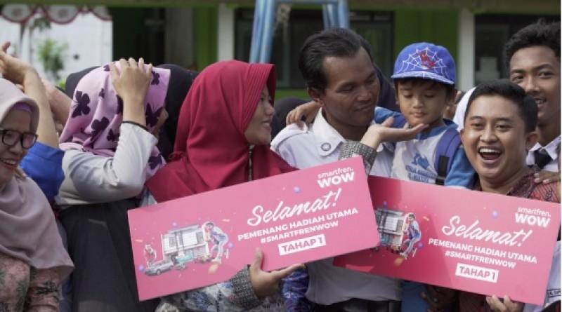 Kisah Mustofa, Satpam dan Mitra Ojol dapat Kejutan Hadiah Rumah dari Undian Smartfren WOW